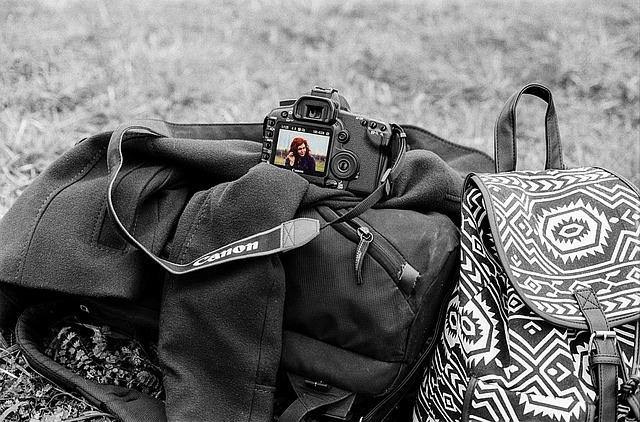 žena ve fotoaparátu