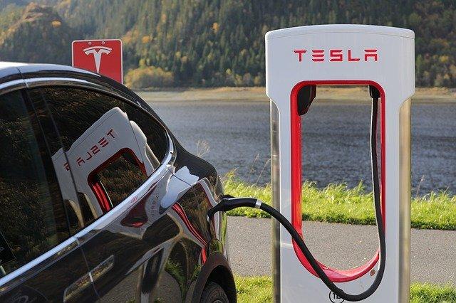 Elon Musk obvinený z podvodu z cennými papiermi