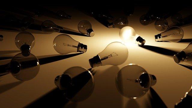 žiarovky na zemi