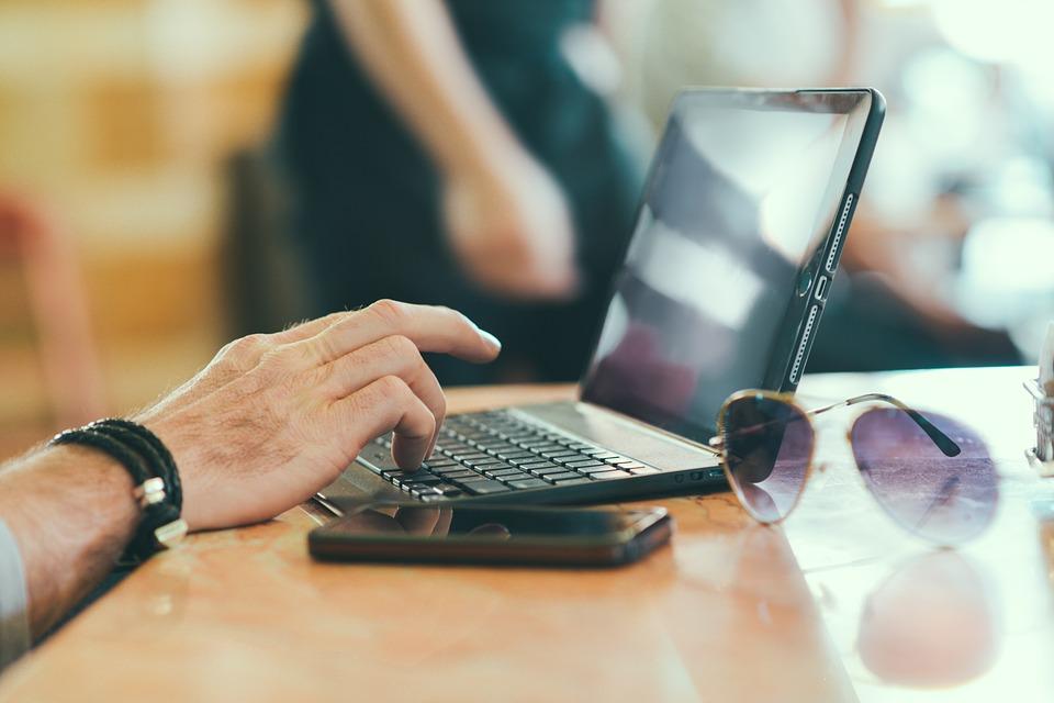 laptop, netbook, okuliare